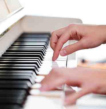 Comment apprenez-vous le piano seul et en cadeau?