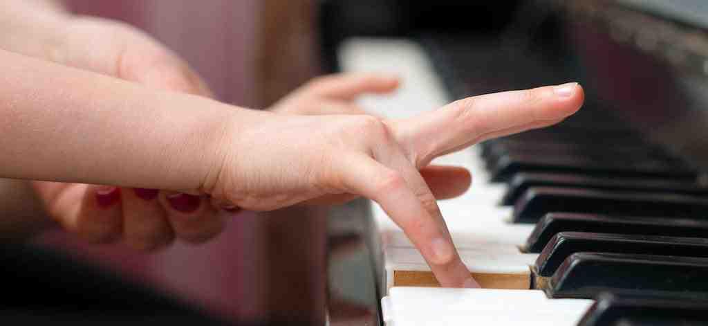 Comment jouer du piano seul et gratuitement?